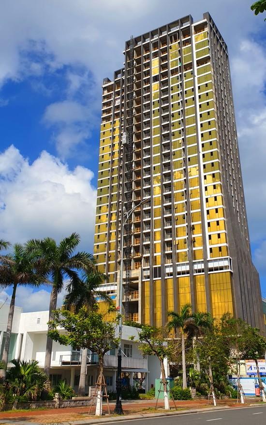 Chan dung ong chu Risemount Apartment dat vang choi mat o Da Nang