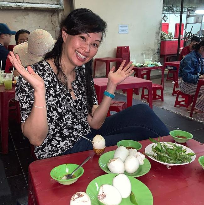 Khoanh khac doi thuong Shark Linh ngoi an trung vit lon via he