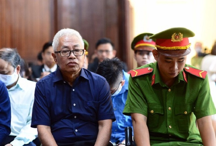 Ong Tran Phuong Binh bi DongABank 'niu ao' doi ngan ty tai toa