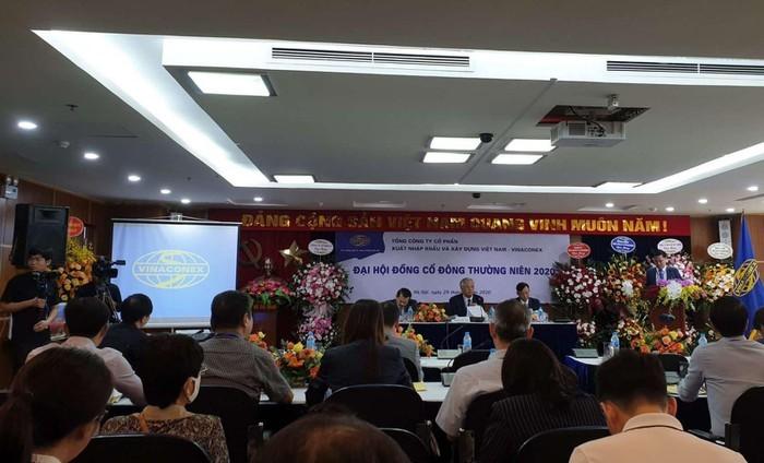 Vinaconex am hon 1.400 ty: Kinh doanh the nao duoi tay ong chu moi?