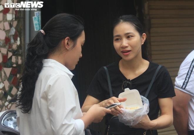 """Phu huynh """"ngoi tren dong lua"""" ngong diem thi, diem chuan vao lop 10-Hinh-2"""