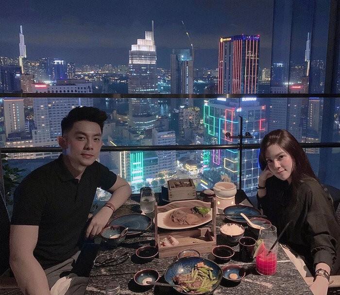 Ban gai CEO Tong Dong Khue len tieng viec duoc tang