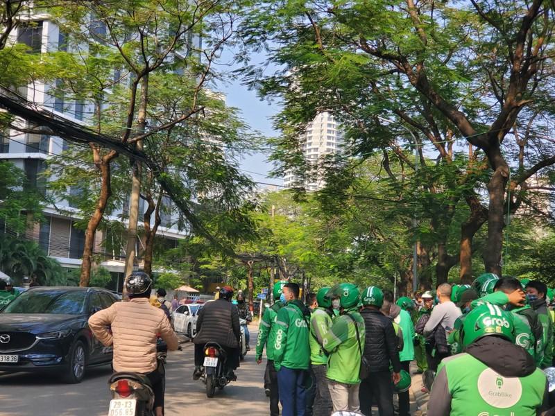 "Hang tram tai xe ""vay"" tru so Grab o Ha Noi-Hinh-3"