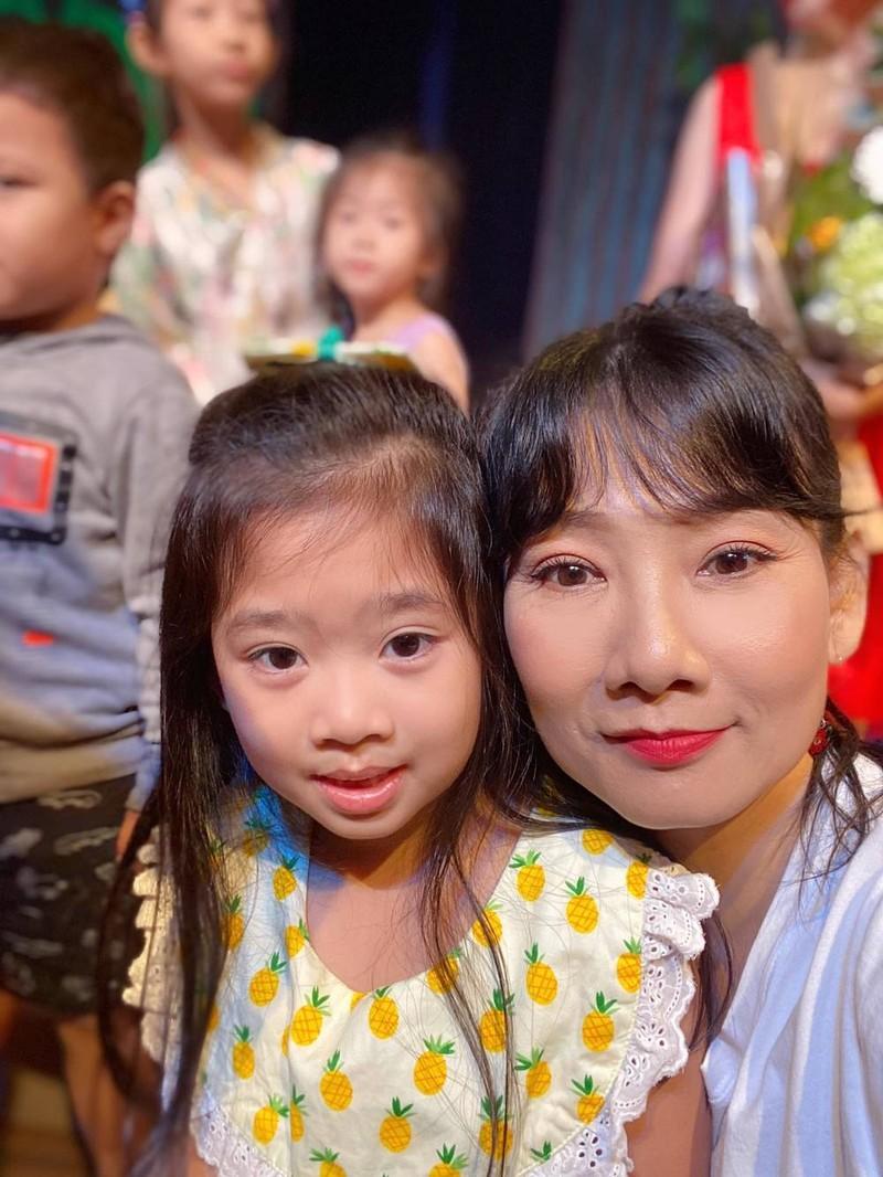Oc Thanh Van tiet lo hinh anh moi nhat cua con gai Mai Phuong-Hinh-3
