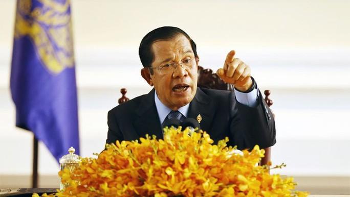 """Thu tuong Campuchia ra """"toi hau thu"""" ve dich Covid-19"""