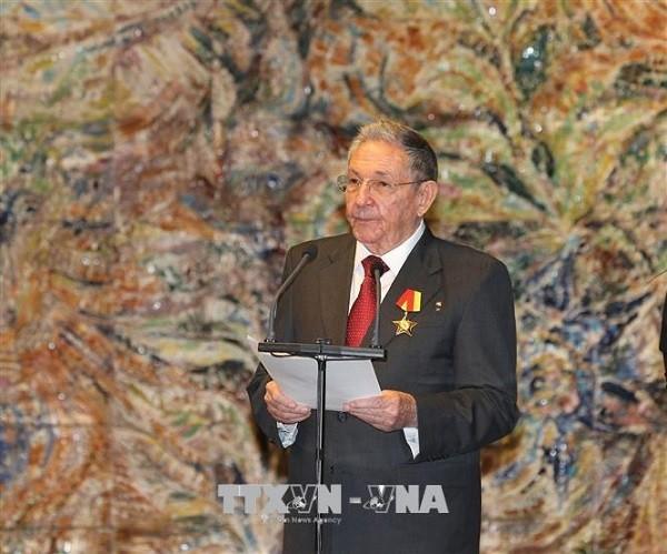 Dai tuong Raul Castro thong bao roi cuong vi lanh dao Dang Cong san Cuba