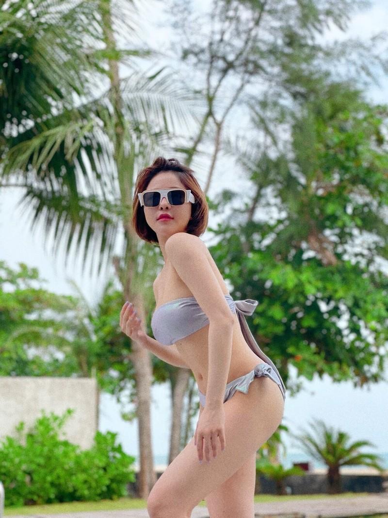 "Hotgirl Tram Anh khoe body ""cang det"" o be boi-Hinh-5"