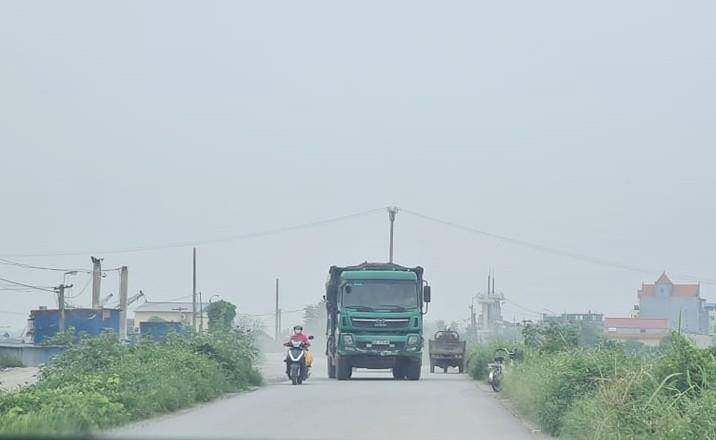 "Nam Dinh: Hanh lang de Huu Hong bi ""xe thit"" nghiem trong-Hinh-4"