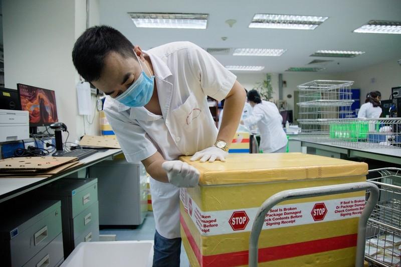 Chuyen bay luc 1h sang mang theo 1.000 don vi mau chi vien TP.HCM-Hinh-2