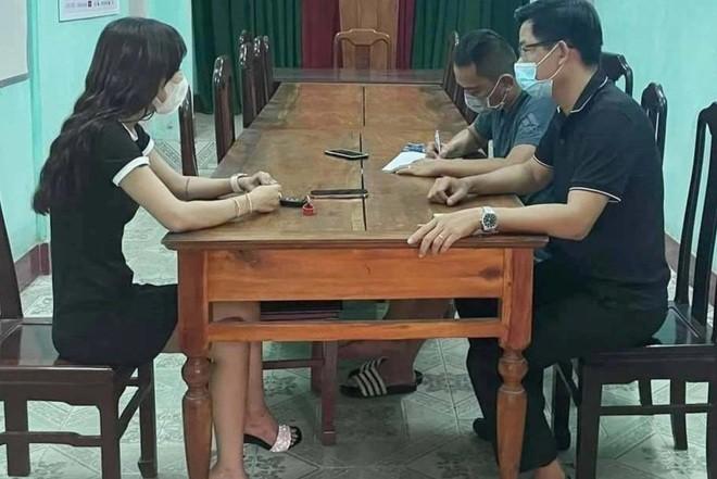 Loi khai cua co gai lot noi y tren cau Truong Tien, tu quay video