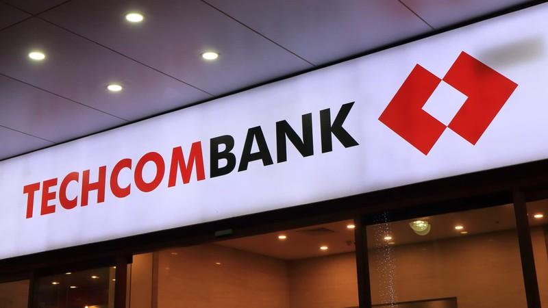 Ngan hang tra thu nhap khung: Vietcombank, SHB va Techcombank... top dau