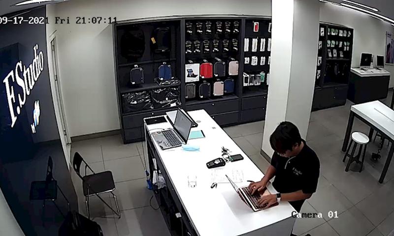 Nhan vien FPT Shop Lang Ha nghi danh cap thong tin khach hang: Vi pham phap luat sao?