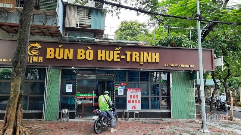 Hang quan Ha Noi thuc hien viec quet QR Code khi giao dich-Hinh-17