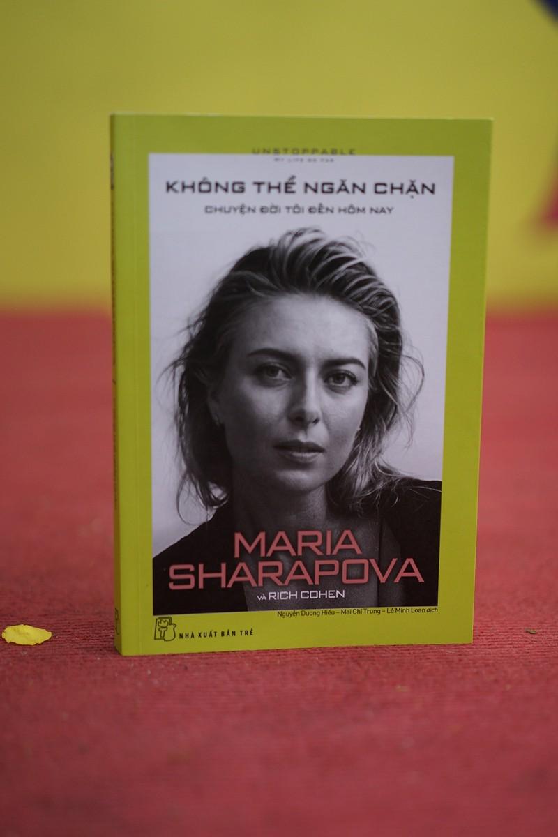 """""""Bup be Nga"""" Maria Sharapova bat dau voi cay vot qua kho nhu nao?"""