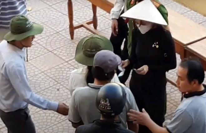 Hue phan hoi hoat dong trao tien cua Thuy Tien, Hoai Linh