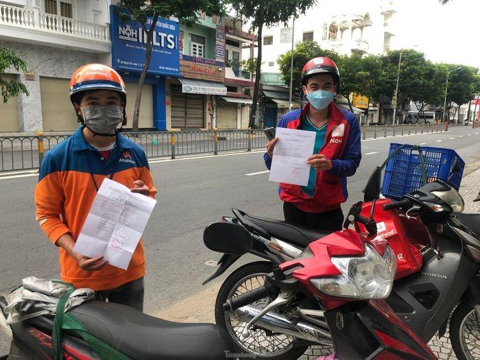 Vi sao shipper TPHCM tiem du 2 mui vac xin van phai xet nghiem 3 ngay/lan?