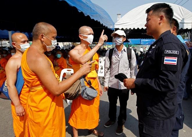 Nhung be boi Phat giao Thai Lan gay rung dong du luan-Hinh-2