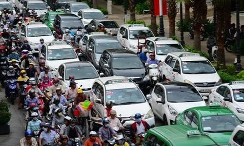Ha Noi dong bo mau xe taxi: Doanh nghiep lo mat thuong hieu