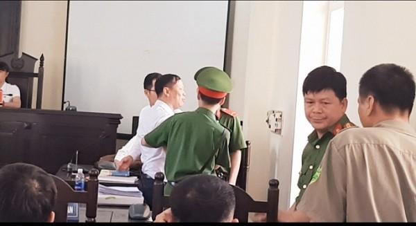 """Xet xu vu an lua dao chiem doat tai Bac Kan: Chu toa phien toa co dang """"lam quyen"""" lam trai phap luat?-Hinh-2"""