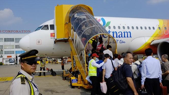 May bay VietJet Air lainham duong bang tai san bay Cam Ranh