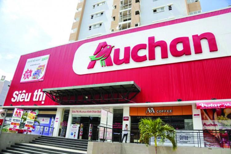 """Sieu thi Auchan bi khach hang """"to"""" ban trung co doi"""