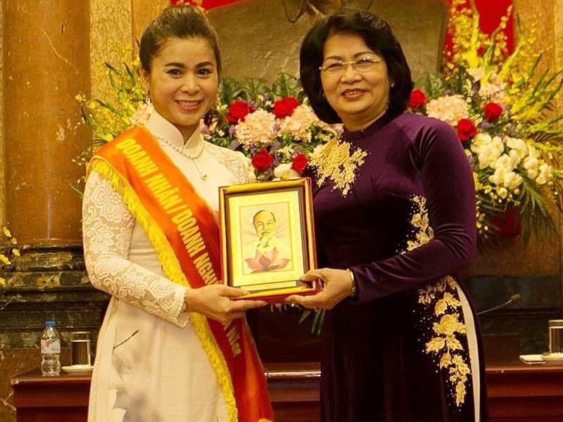 Le Hoang Diep Thao Nguoi mang ca phe Viet di 5 chau-Hinh-2