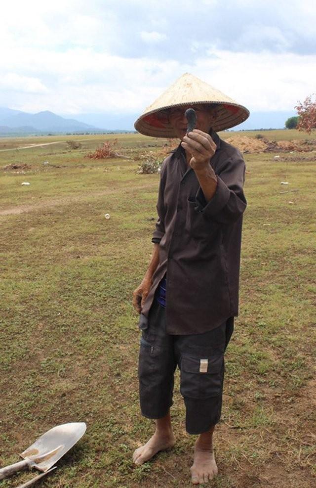 Phu Yen: Do xo dao loai da den lap lanh duoi day ho thuy dien-Hinh-5