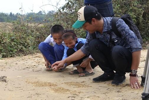 MC Phan Anh du kien xay be boi cho hoc sinh vung lu-Hinh-3