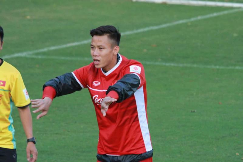 Fan bat ngo voi cau thu Viet Nam nang can nhat tham du Asian Cup 2019