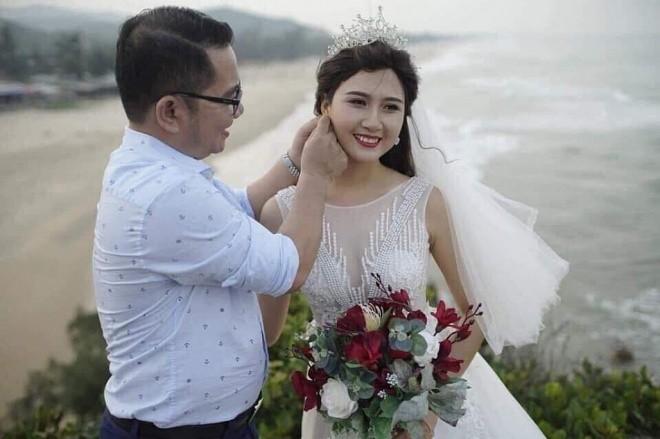 """Lo anh """"Ha Hoa hau"""" di choi cung ong xa dai gia sau scandal"""