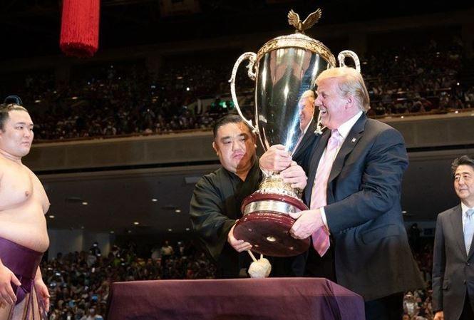 Tong thong Donald Trump muon dau vat voi sumo noi tieng Asanoyama.