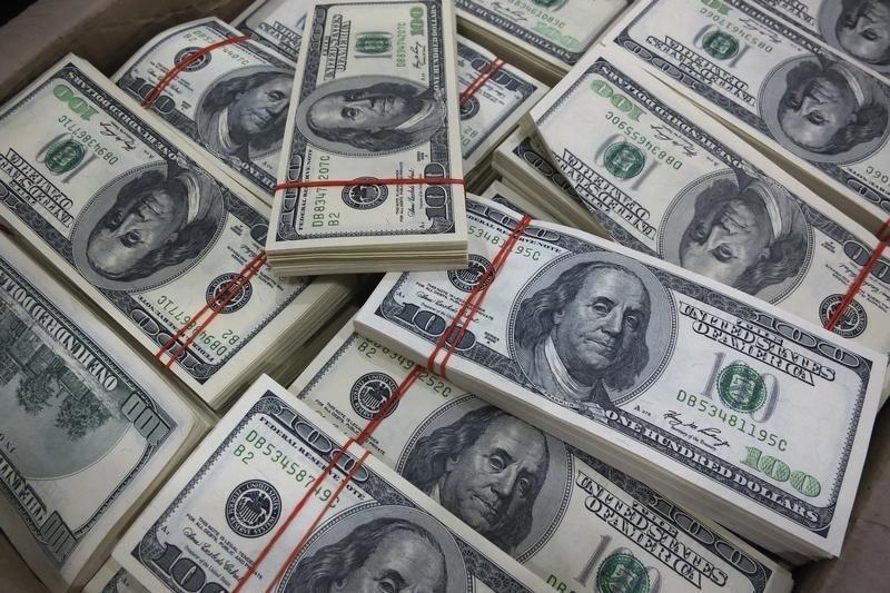 Ty gia ngoai te ngay 7/10: Dong USD va Euro dong loat giam gia