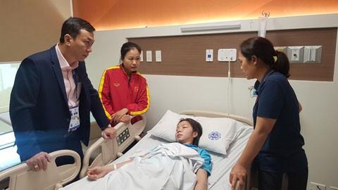 Xot xa trung ve doi tuyen Viet Nam nhap vien ngay sau khi gianh HCV