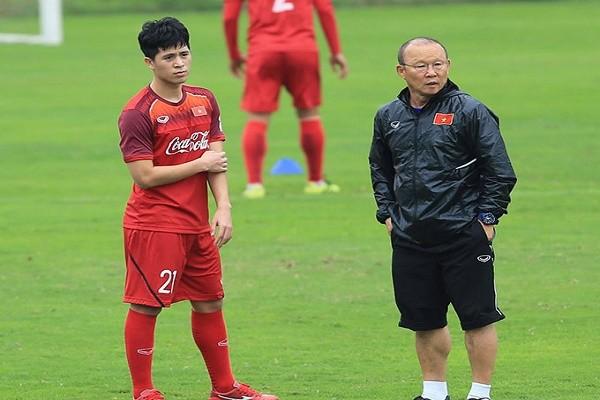 Mat Dinh Trong, HLV Park Hang-seo xoay so the nao?