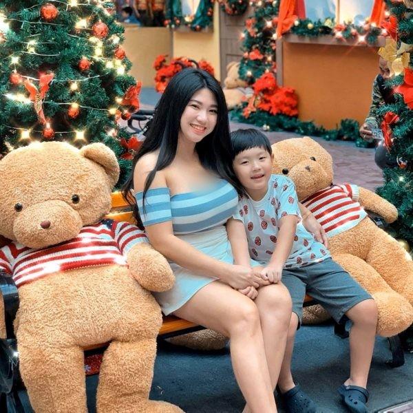 Tan dung nhan sac cuc pham, me don than mo kenh review do an gay sot-Hinh-7