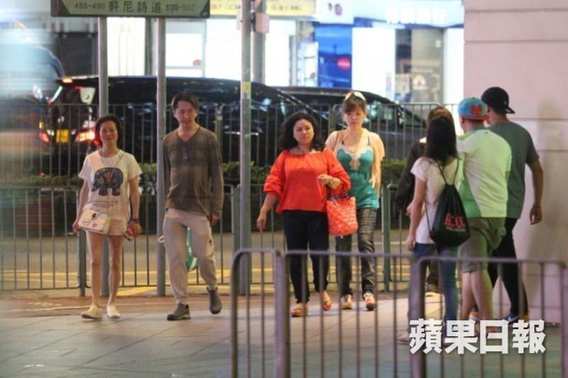 Tai tu Hong Kong 53 tuoi khong ket hon, song cung 3 tinh nhan-Hinh-2