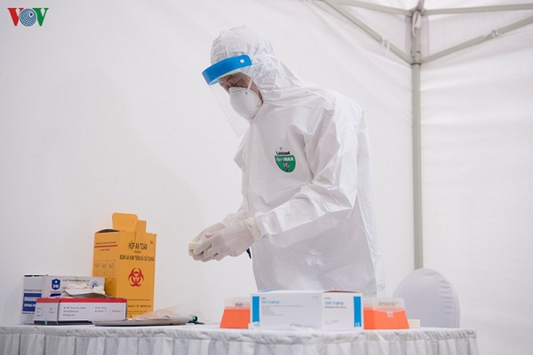 Chuyen gia canh bao khong tu y dung vaccine lao de phong COVID-19