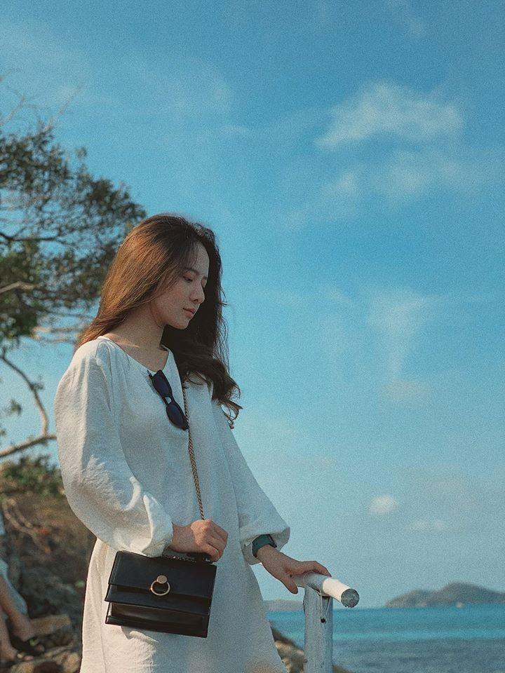 Hot girl Dai hoc Hoa Sen he moi cuoi ngam ma me-Hinh-10