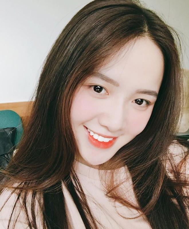 Hot girl Dai hoc Hoa Sen he moi cuoi ngam ma me-Hinh-11