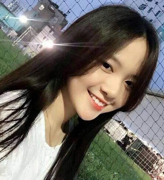 Hot girl Dai hoc Hoa Sen he moi cuoi ngam ma me-Hinh-8