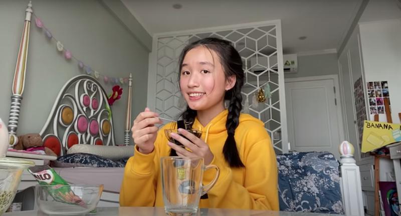 Nu Youtuber tre nhat Viet Nam so huu loat Vlog trieu views-Hinh-2