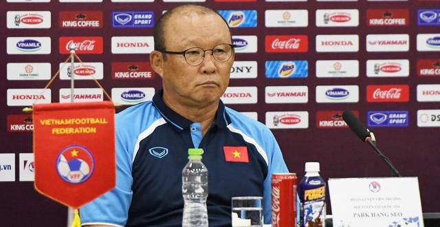 Giam luong HLV Park Hang Seo vi COVID-19: Thay the gioi ra sao?