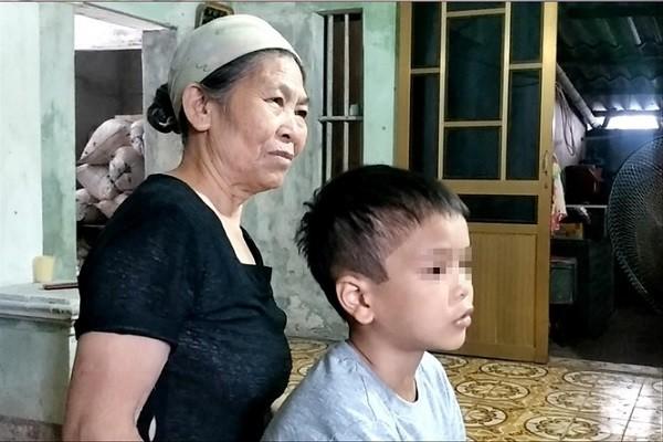 Be trai 9 tuoi bi bo bao hanh: Bua com luc nua dem va nhung tran don vo co-Hinh-2