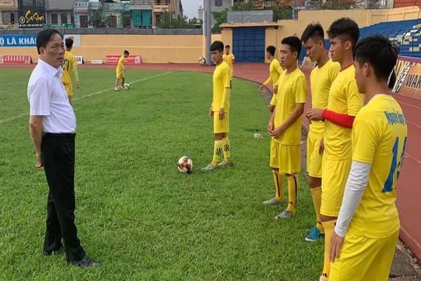 Truoc chia tay, Bau De lam gi de vuc day CLB Thanh Hoa?
