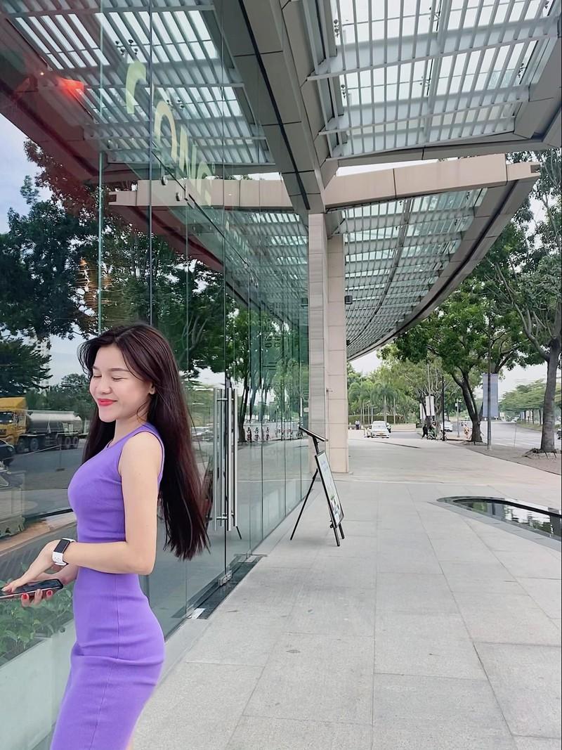 Dang cach ly, ban gai Dang Van Lam khong ngai khoe body