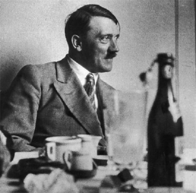 Bi mat ve moi tinh dau cua trum phat xit Hitler
