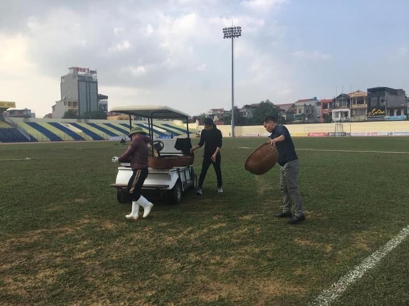 """V-League 2021 quay lai, cac CLB """"choi lon"""" dau tu mat san khung?-Hinh-2"""