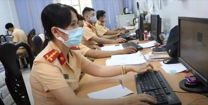 Canh bao thu doan mao danh CSGT goi dien lua nguoi dan dong tien phat nguoi-Hinh-4