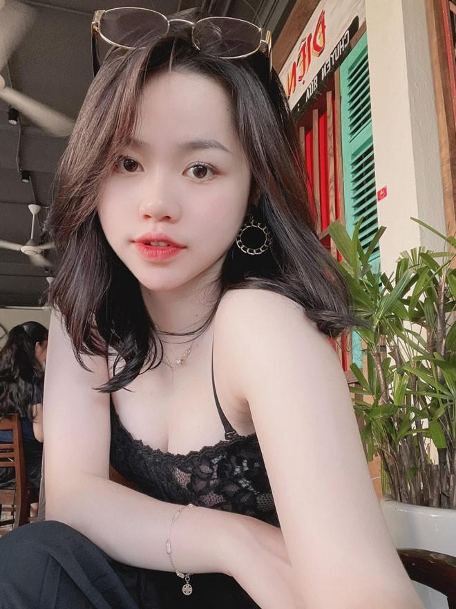 Chi 15 giay khoe body, ban gai cu Quang Hai khien dan mang xuyt xoa-Hinh-6