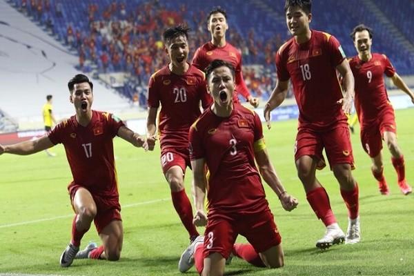 Thang Malaysia, doi tuyen Viet Nam chem che ngoi dau bang